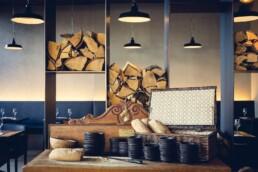 AnA interieur M EATERY Mechelen hout stalen wand uai Interieur Architecten | Mechelen | Design Studio Anneke Crauwels