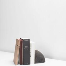 Zwarte bakstenen boekensteun DESTROYERS/BUILDERS Valerie Objects